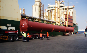 sea freight project cargo dubai delievered for a project forwarding company, the over dimension cargo is being loaded onto a truck of a transport company in dubai